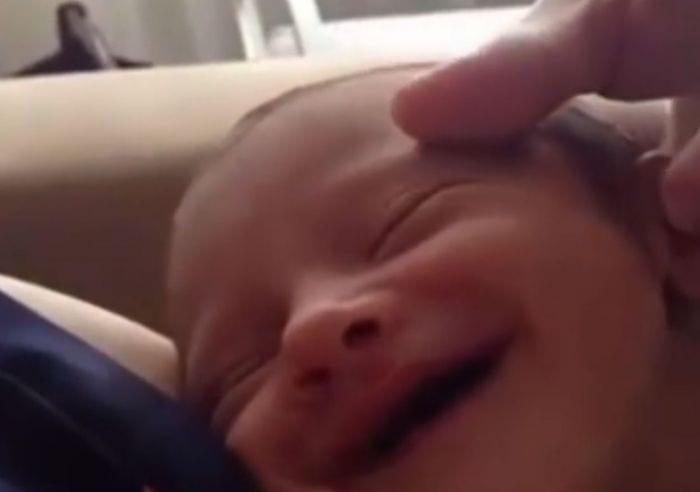 bebe mas feliz del mundo