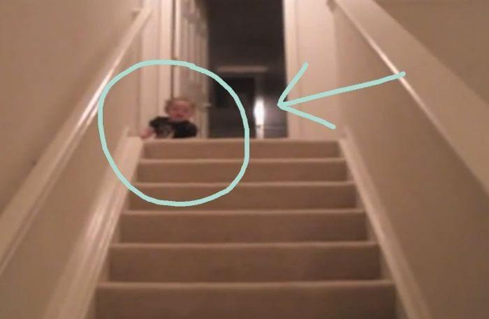 bebe bajando escaleras1