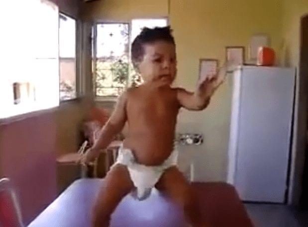 bebe bailando samba