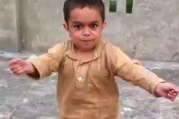 nino bailando