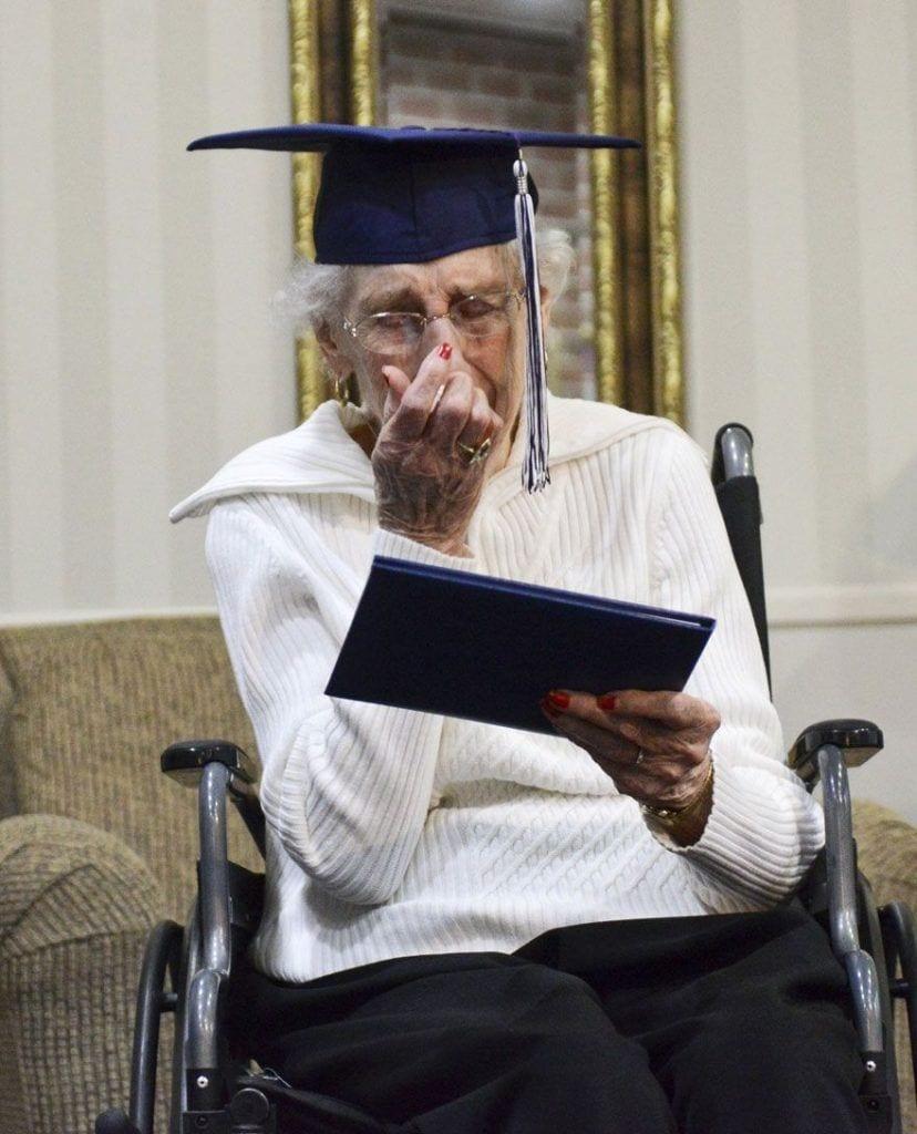 diploma-anciana-03