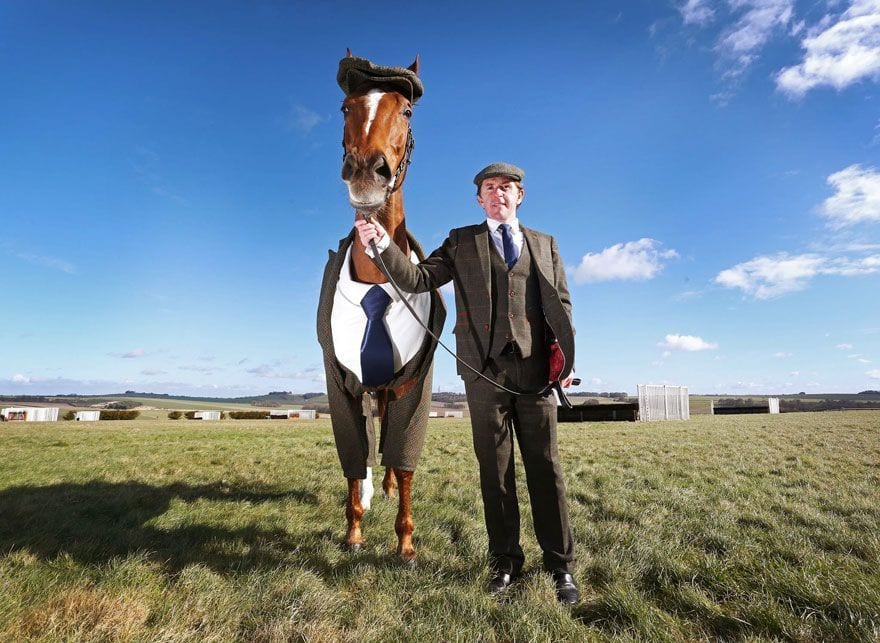 traje de tres piezas para caballo por emma sandham 2