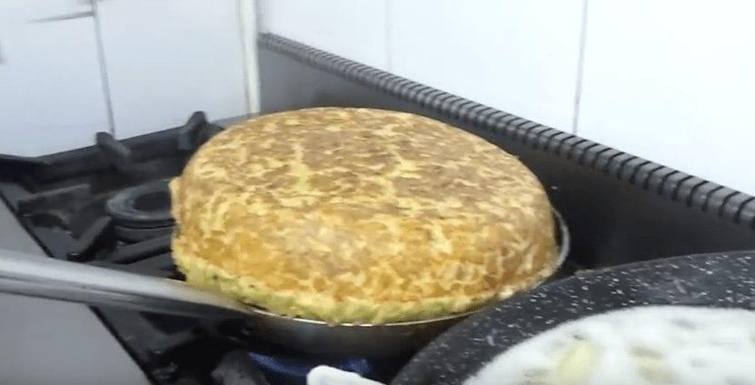 tortilla-gigante-patatas1