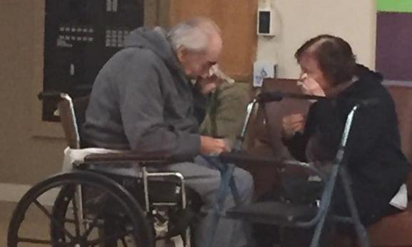 ancianos separados destacada