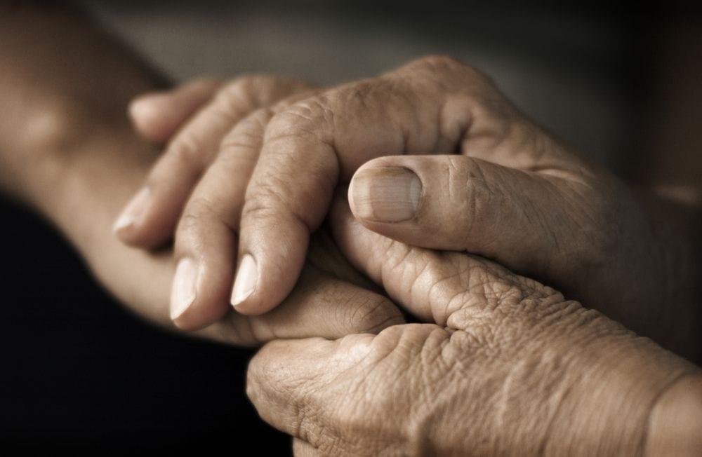 ancianos-separados2