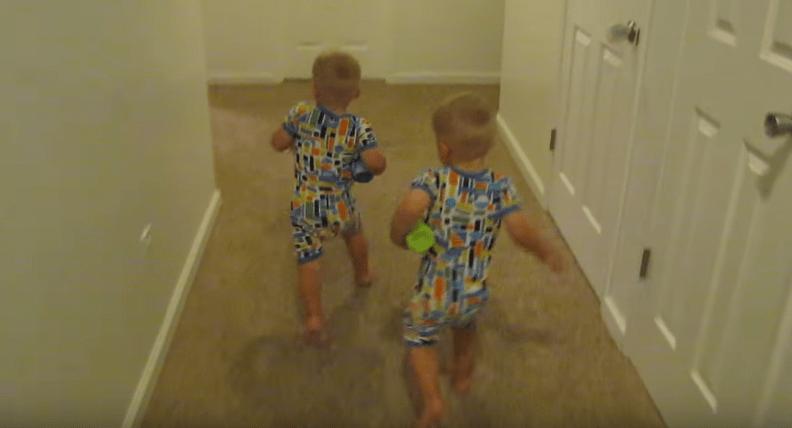 gemelos-bebes-autosuficientes3
