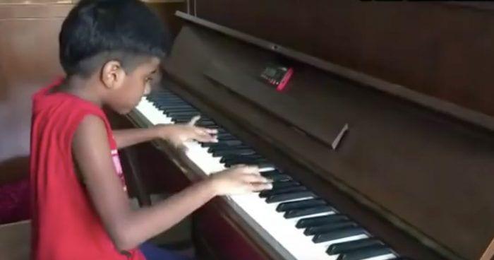 chico talento piano