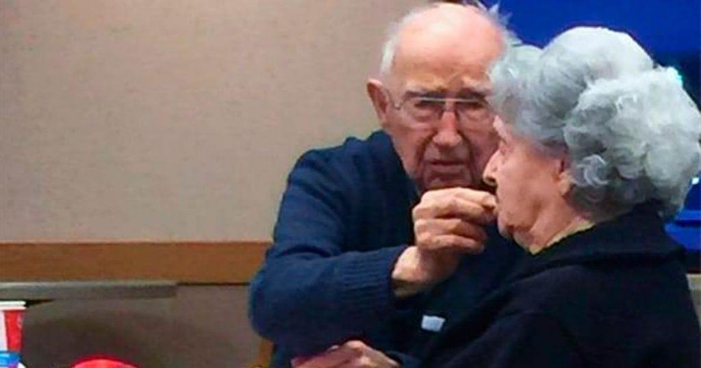 foto viral ancianos