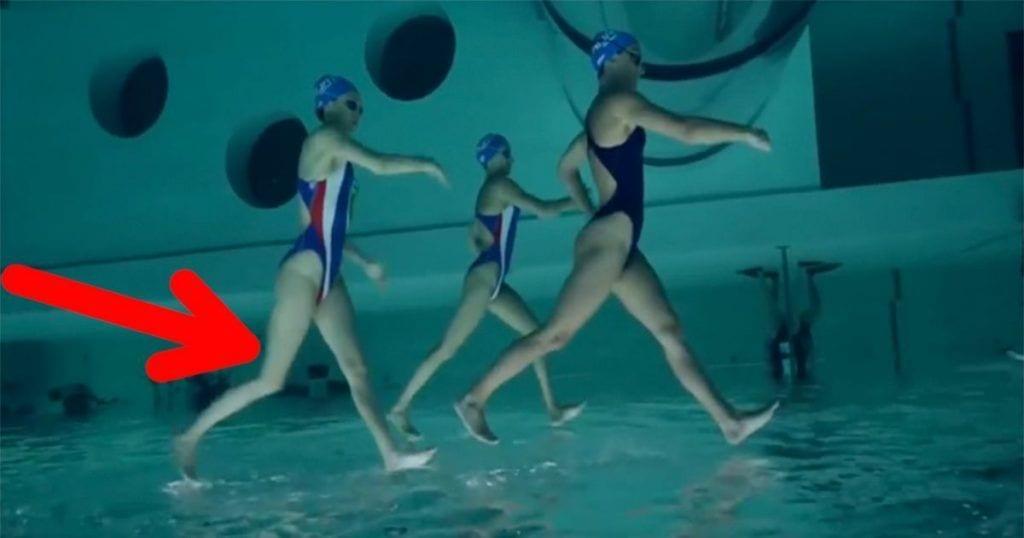 Â¿No creías posible caminar sobre el agua? Â¡Mira a estas nadadoras!