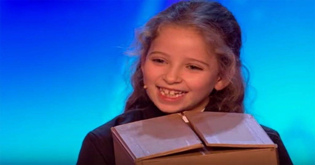 Esta niña te va a sorprender cuando veas lo que es capaz de hacer con esa caja