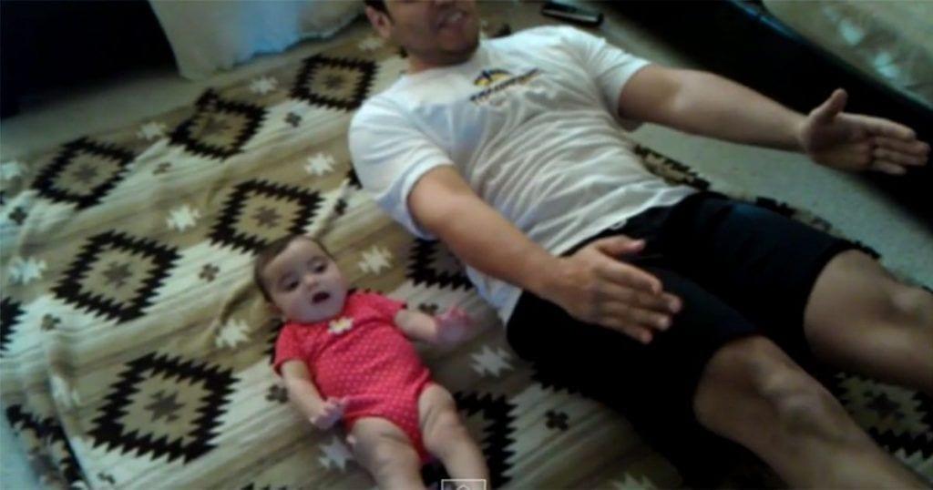 bebe-haciendo-ejercicio