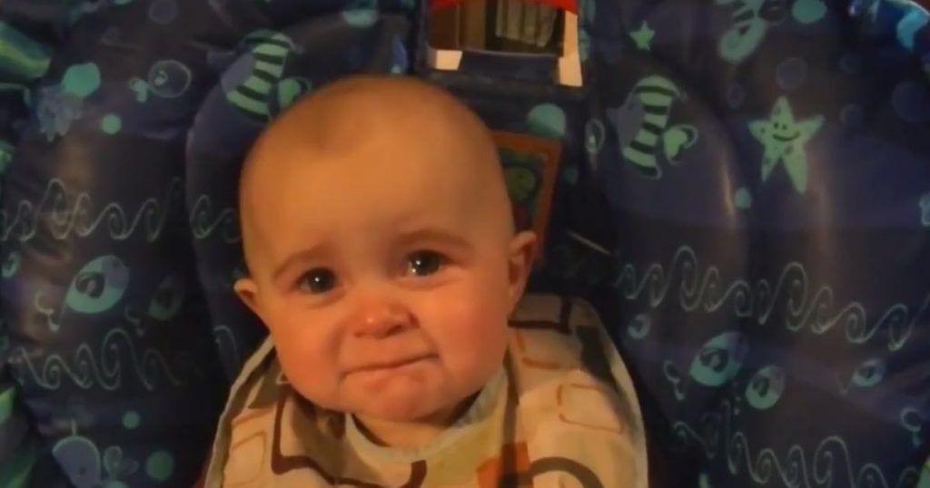 bebe-emocionado-cancion