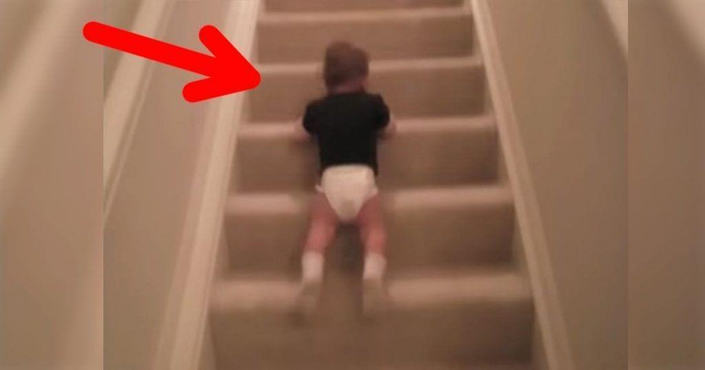Este niño ha encontrado la forma más ingeniosa de bajar las escaleras de su casa