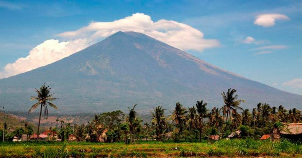 Rescatan todos los animales que pueden por el peligro de erupción de un volcán en Bali