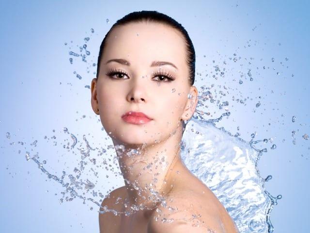 Agua micelar: su importancia para la belleza femenina